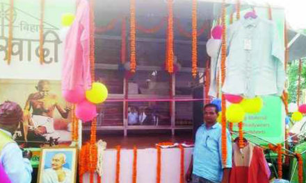 Raymond places orders with Bihar khadi institutions