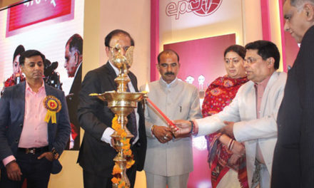 Smriti Zubin Irani gave away Handicrafts Export Awards